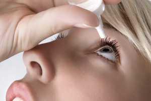 Закапывание лекарства в глаза