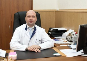 Профессор Виссарионов лечит травмы и заболевания позвоночника у детей