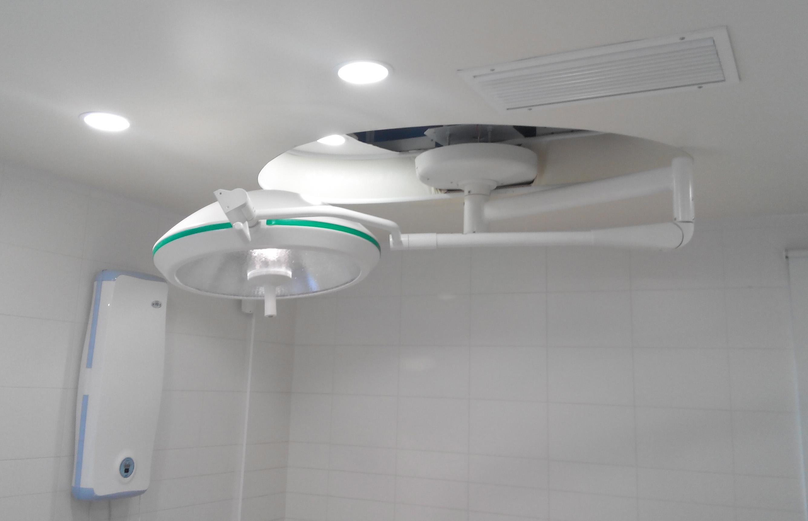 Потолочное освещение медицинского кабинета