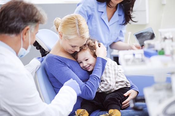 Присутствие родителей в кабинете стоматолога при лечении зубов у детей