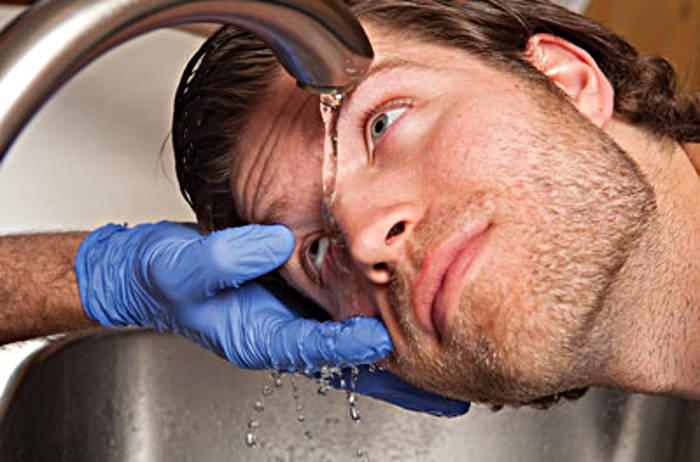 Инородное тело в наружной части глаза - как извлечь в домашних условиях?