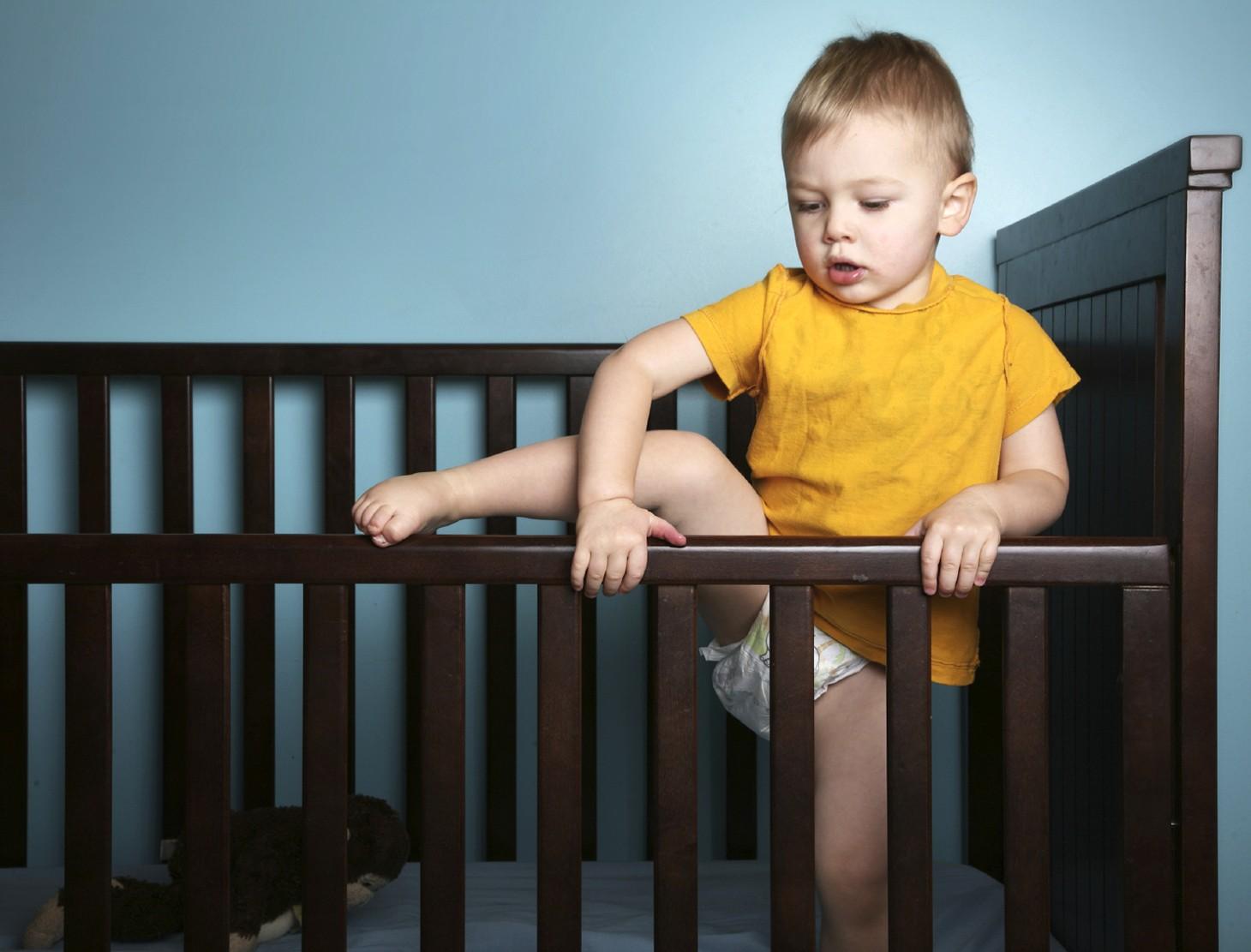 Ребенок упал с кровати